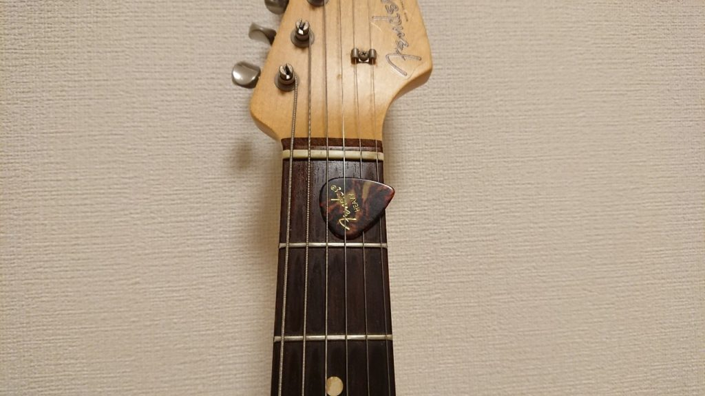 ギターピック挟み方向き