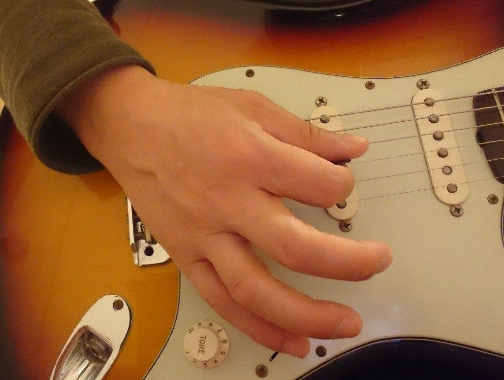 ギター弾き方手を開く