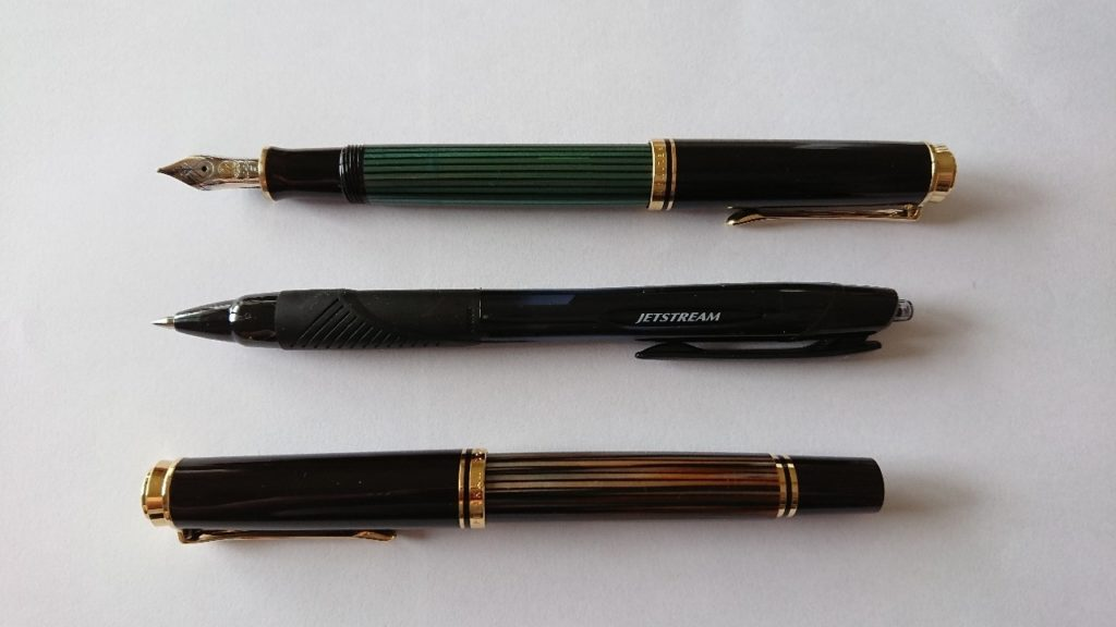 ペリカン万年筆スーベレーンM400キャップペン軸後ろ・ボールペン・スーベレーンM400キャップ通常状態の長さ比較