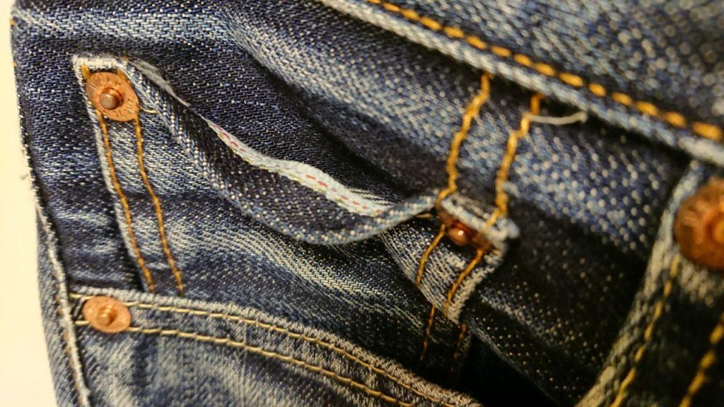 ユニクロジーンズのコインポケット口の画像