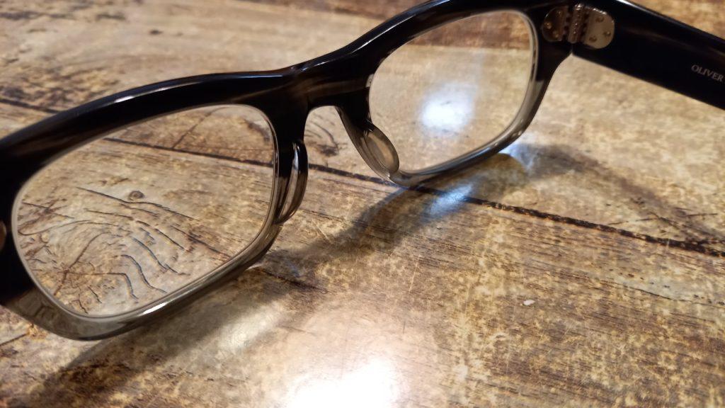 フレーム一体型鼻パッドのメガネ画像